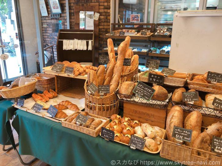 Tomtom(トムトム)吾妻橋店は石窯で焼かれたパンが絶品!イートインスペースありでパンの温め直しもしてくれる!